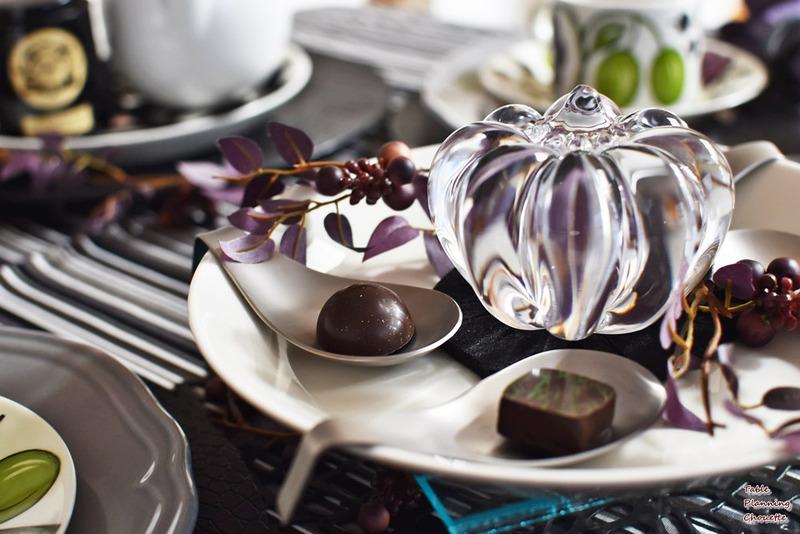 レンゲに盛られたチョコ