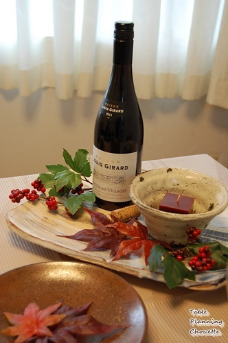 ワインとキャンドルのテーブルコーディネート