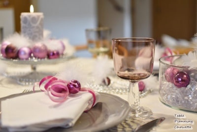 ピンク、紫、グレーのクリスマステーブル