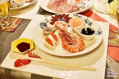 洋食器にお節料理を盛り付け