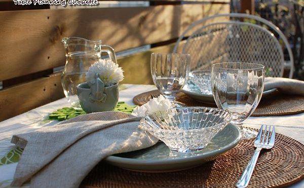 テラスでランチのテーブルコーディネート