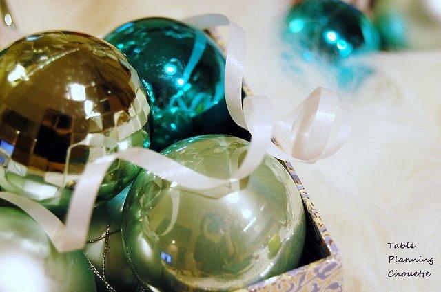 ホワイト&ブルーグリーンのクリスマスオーナメント