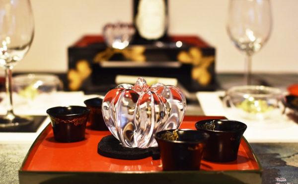 ガラスのカボチャと漆器の秋のテーブルコーディネート