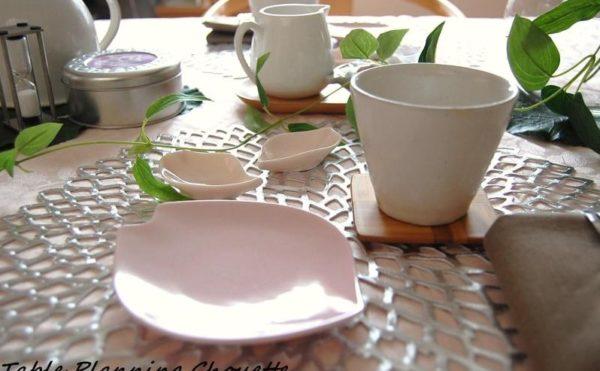 桜の花びらの形のお皿