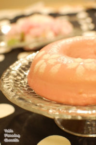 チーズケーキに桜のクリームでコーティング