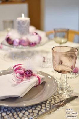 グレーのお皿とグラス