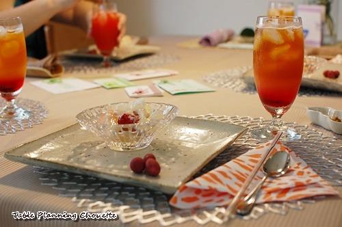 バズサーチの桃の杏仁とアイスティー