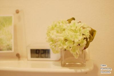 季節の花を小さく飾る