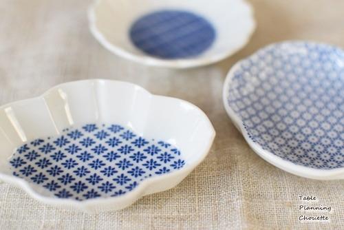 印判という技法で作られた染付のお皿