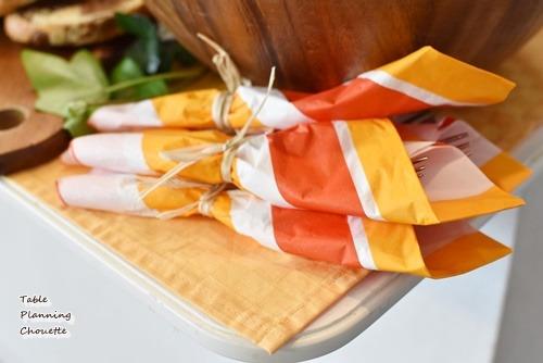 紙ナプキンにカトラリーセット