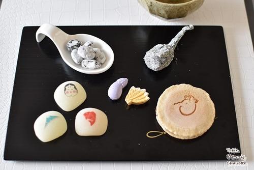 たねやさんの黒豆菓子や、迎春のお干菓子 京都 鼓月の干支菓子 春献上