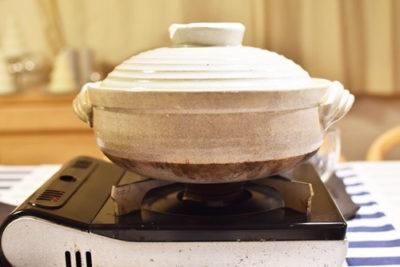 鍋とカセットコンロ