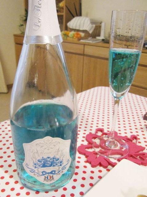 ブルーのボトル