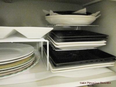 カウンター下段の開き戸 食器の収納