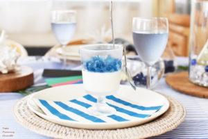 ブルーを基調にしたテーブル