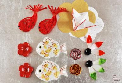 鯛や梅、羽子板、鶴など、おめでたいモチーフの箸置き
