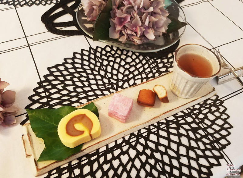 愛媛のお土産、一六タルトのミカン味と、神戸のシェラトンのスイーツ