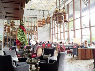 オリエンタルホテルロビーには大きなクリスマスツリー