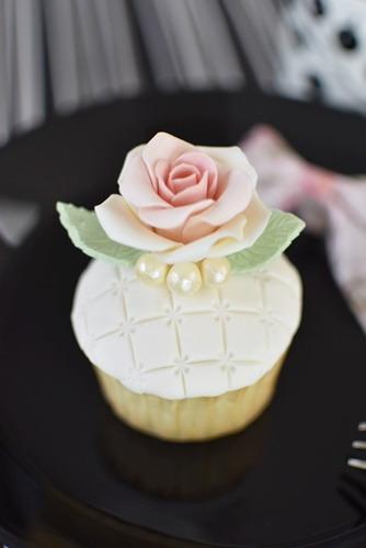 バラの花のカップケーキ