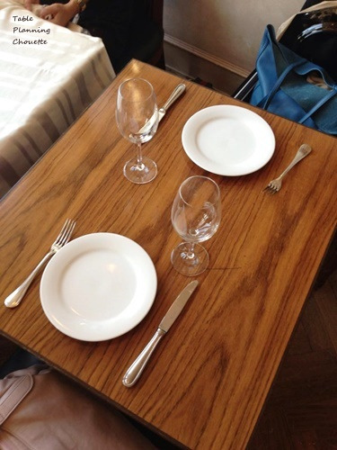 テーブルクロスを敷かない状態