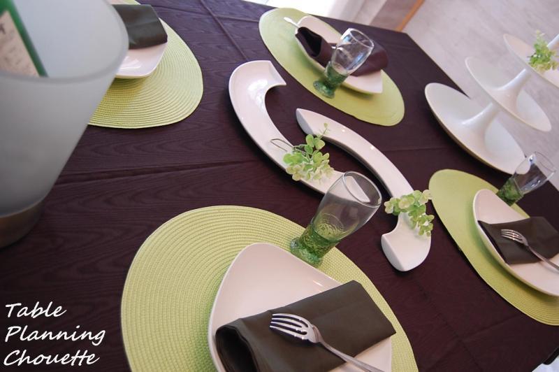 黒のクロスのテーブルコーディネート